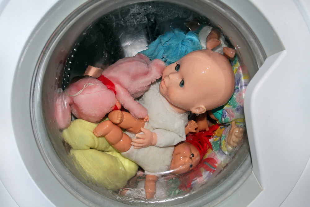 Washing machine to clean and disinfect toys