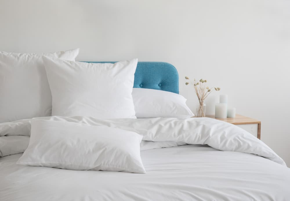 white linens to make your bed